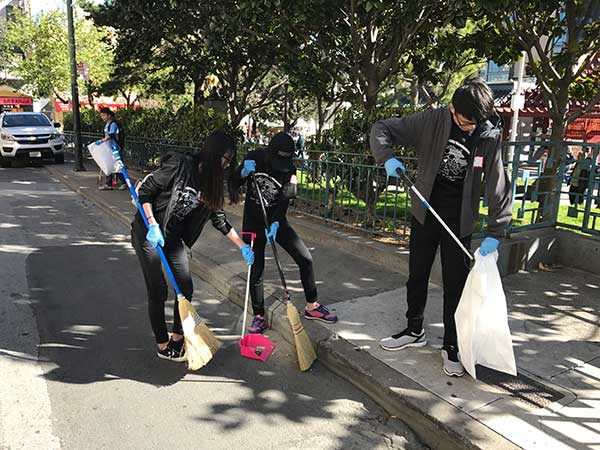 youth volunteers cleanup